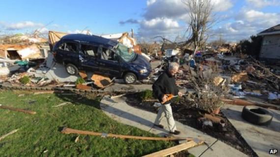 La tempête a renversé des voitures comme des jouets