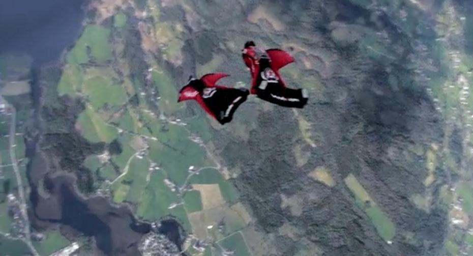 le spectaculaire saut en wingsuit