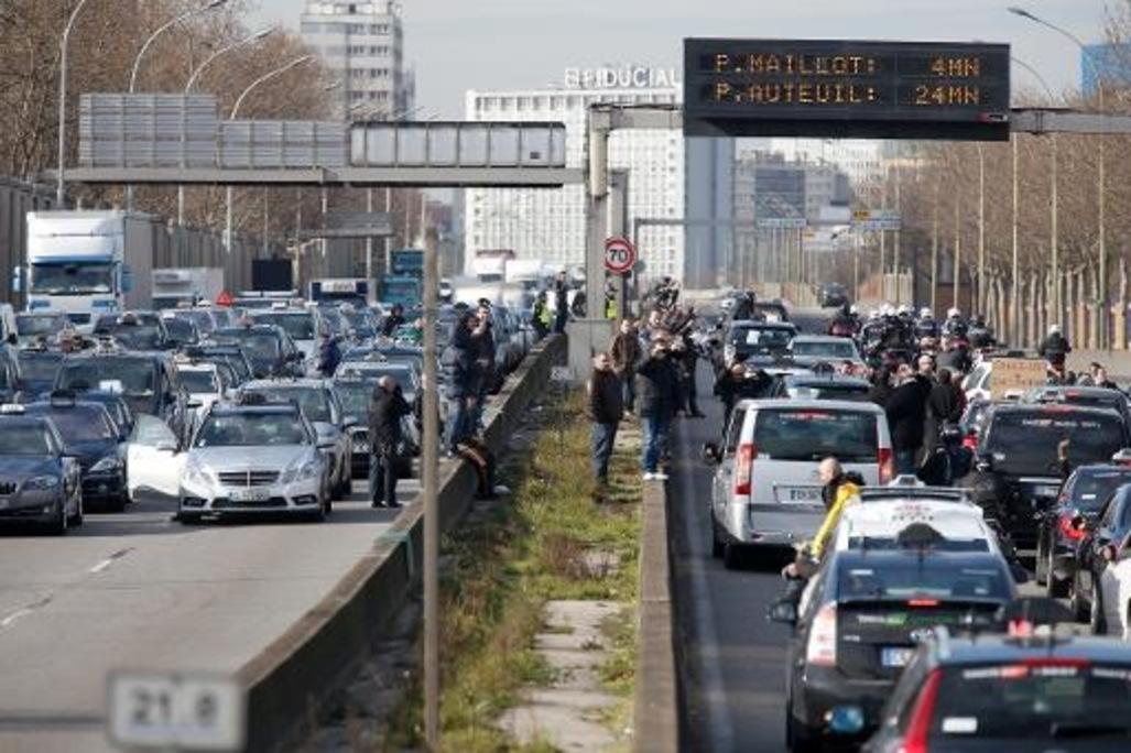 les forces de l'ordre ont débloquer une partie du boulevard périphérique parisien
