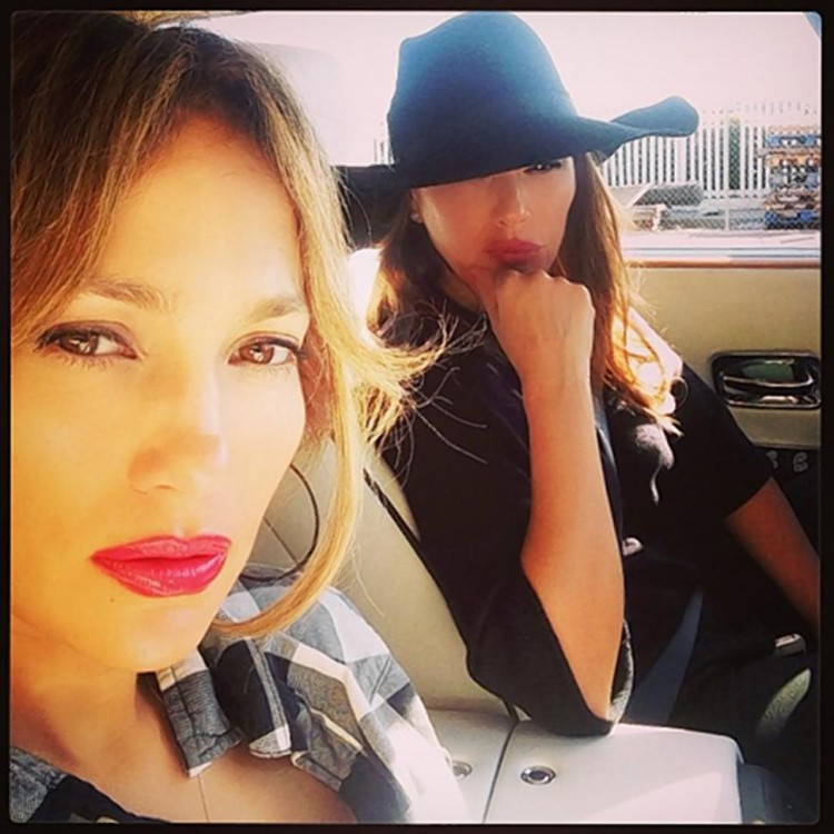 Jennifer Lopez - Leah Remini