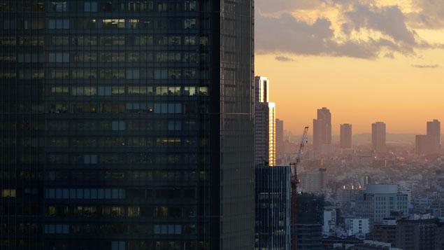 Un violent tremblement de terre frappe Tokyo (Japon)