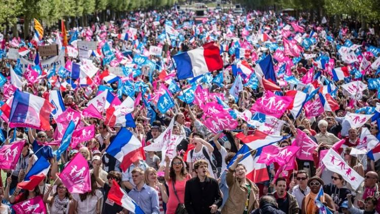 """Paris: La """"Manif pour tous"""" contre les mères porteuses"""