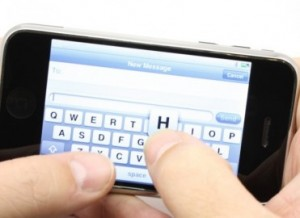 La lecture des SMS est néfaste pour le dos