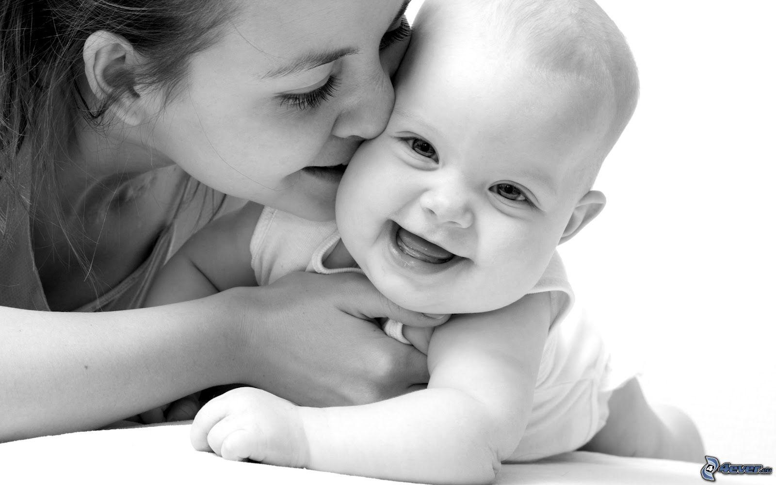La présence d'une mère aux côtés de son bébé est cruciale