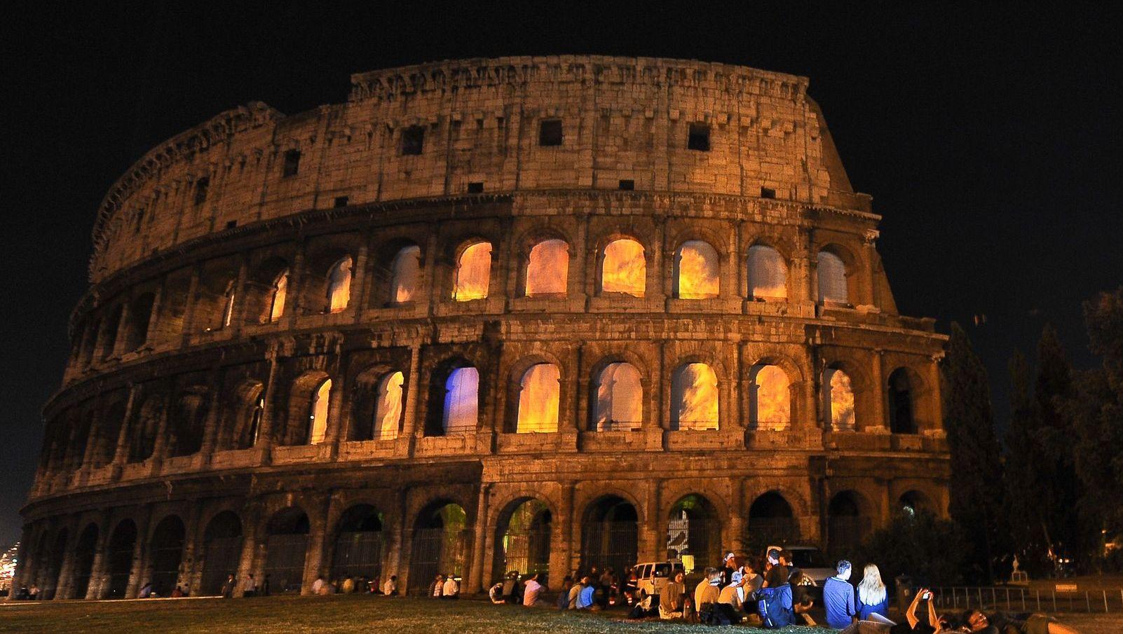 20.000 € d'amende pour avoir gravé son initiale sur le Colisée