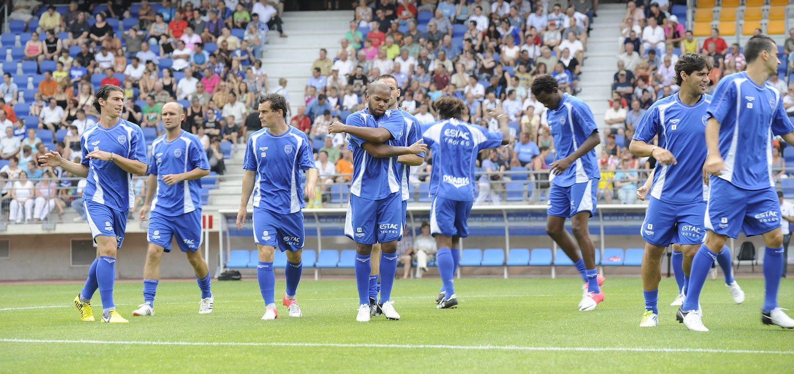 Match ESTAC Troyes vs Nîmes Olympique en direct live sur Eurosport a partir de 20h30