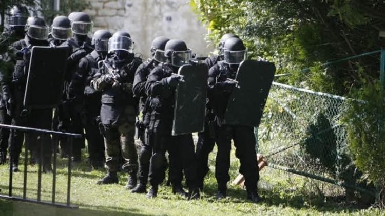 Charlie Hebdo: Les suspects encerclés par les forces de l'ordre