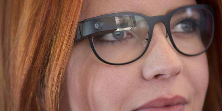 La nouvelle version de Google Glass entre les main de Tony Fadell