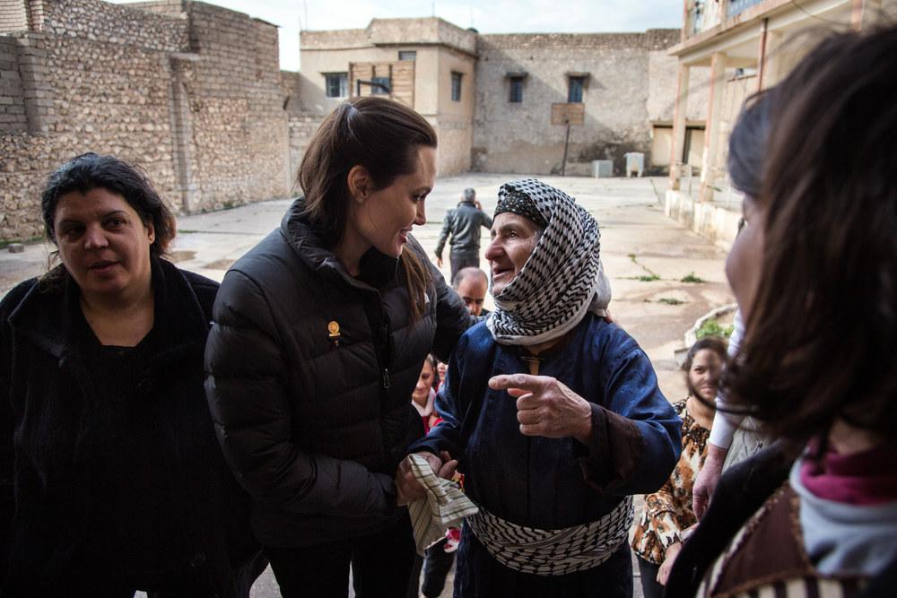 Angelina en Irak rencontre sa population