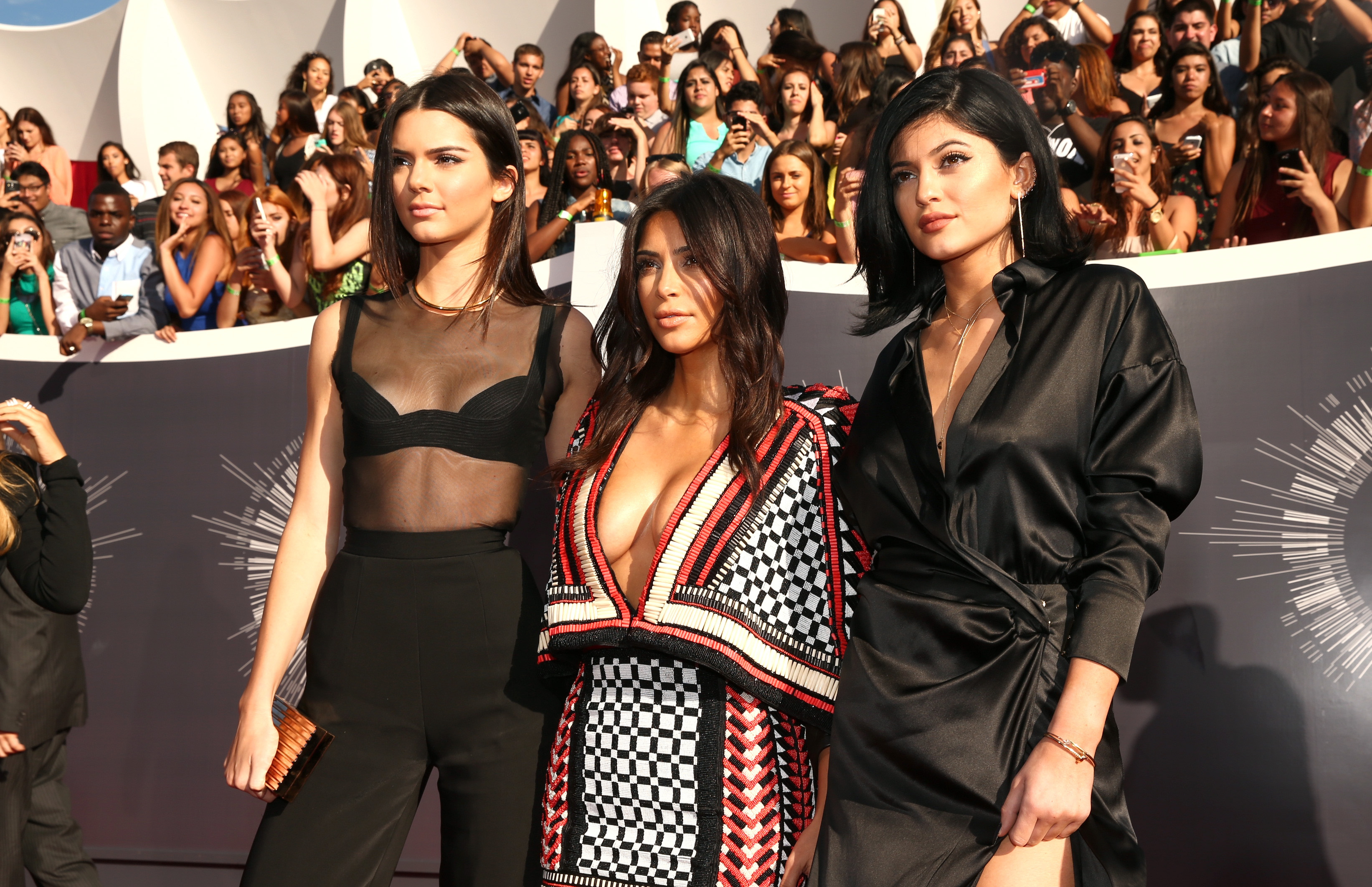Kendall-jalouse-de-Kendall-et-imite-Kim
