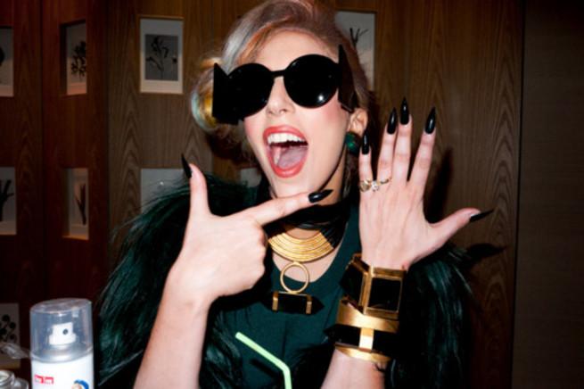 Lady Gaga confirme ses fiançailles