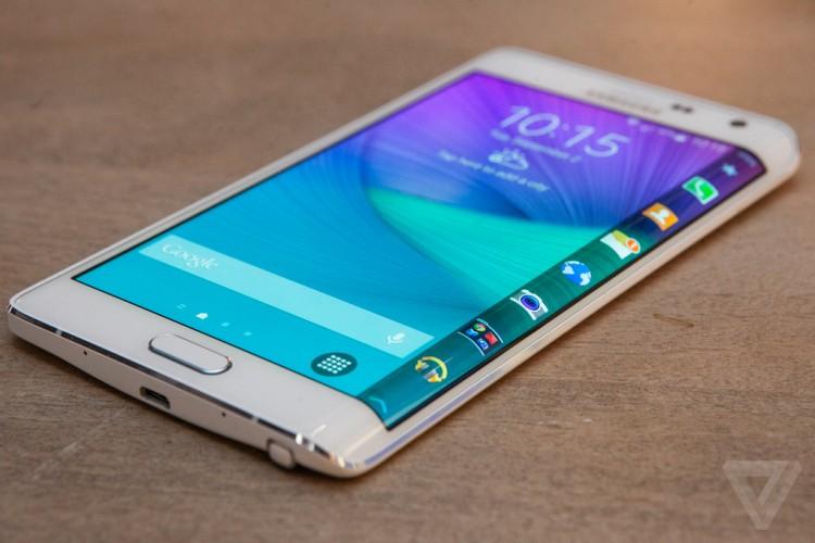 Le Galaxy S Edge pour bientôt