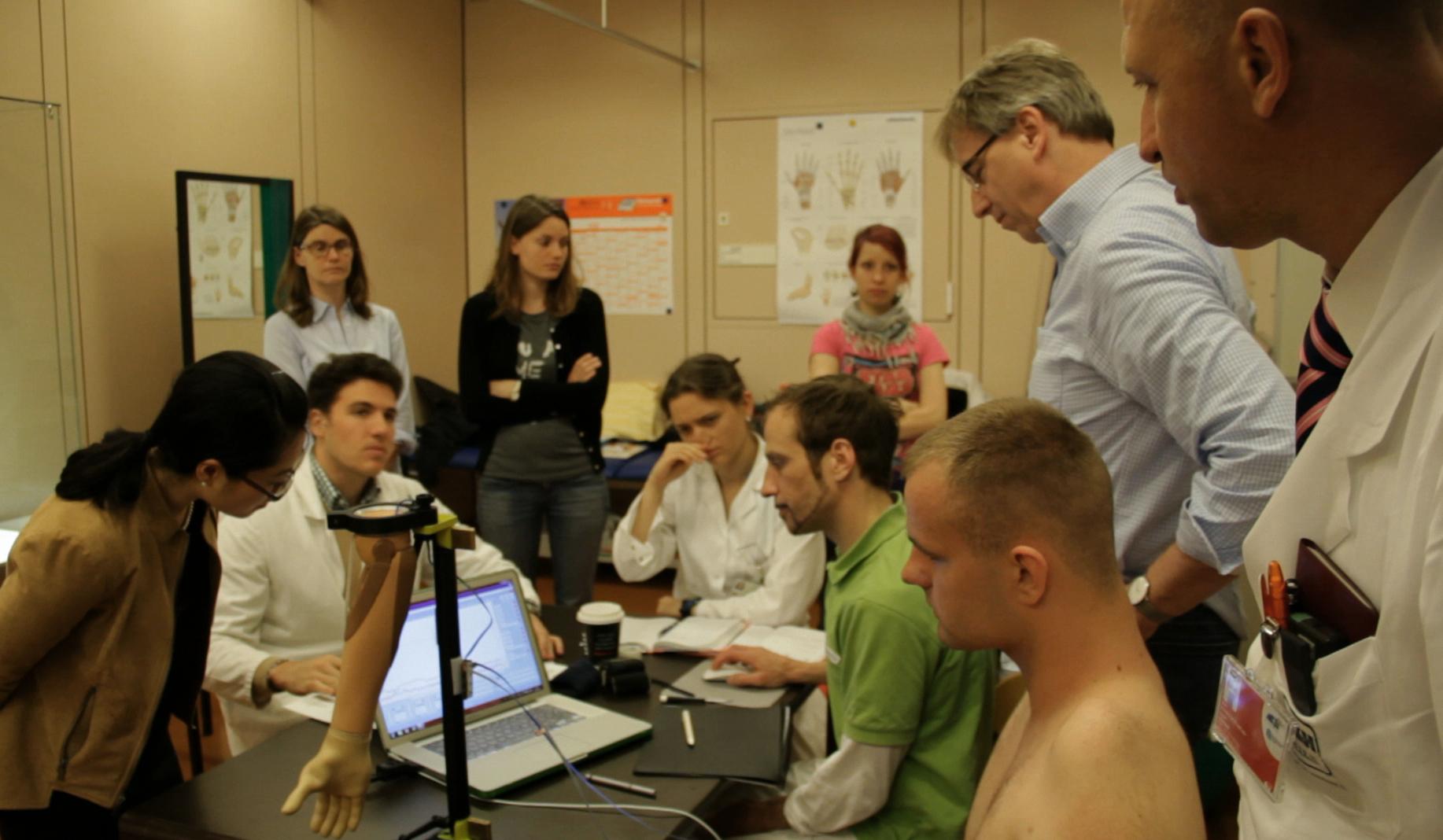 Un bras bionique contrôlé par le cerveau de Martynas Girulis