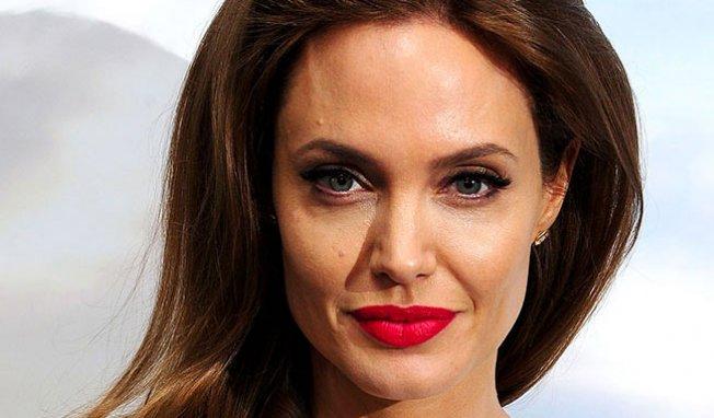 Angelina lutte contre le cancer à sa manière