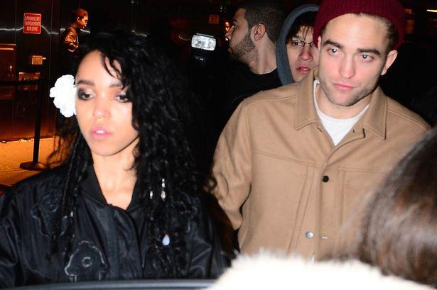 La petite amie de Robert Pattinson choquée par le racisme dont elle est victime