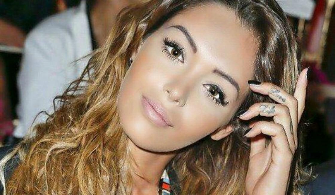 Nabilla va représenter la marque de vêtements Hollyweed Paris