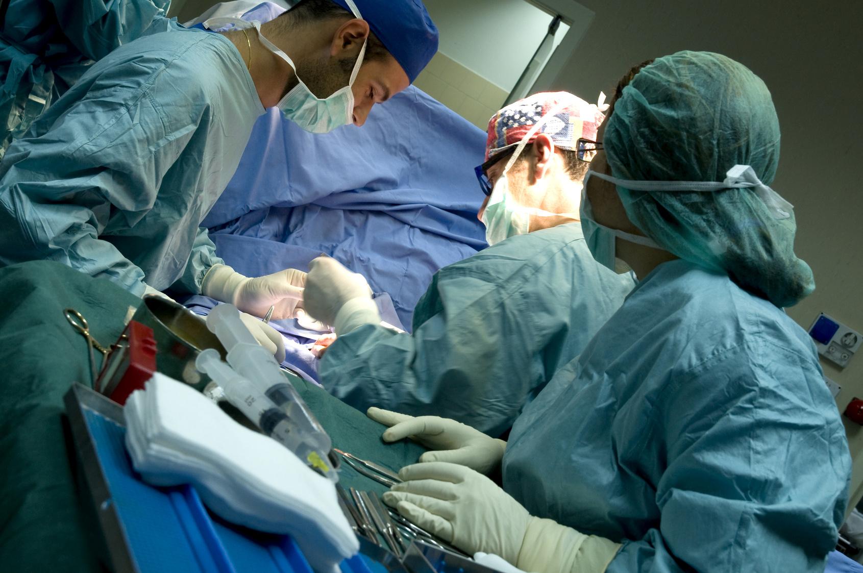 Un gynécologue oublie son téléphone portable dans le ventre d'une patiente