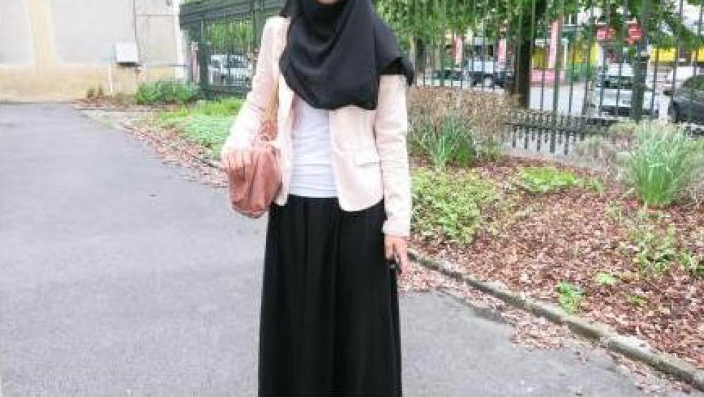 Polémique de la jupe longue en France : une étudiante interdite d'entrer à l'école à cause de sa jupe !