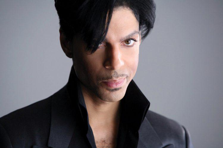 """Le chanteur """"Prince"""" retrouvé mort dans son studio"""