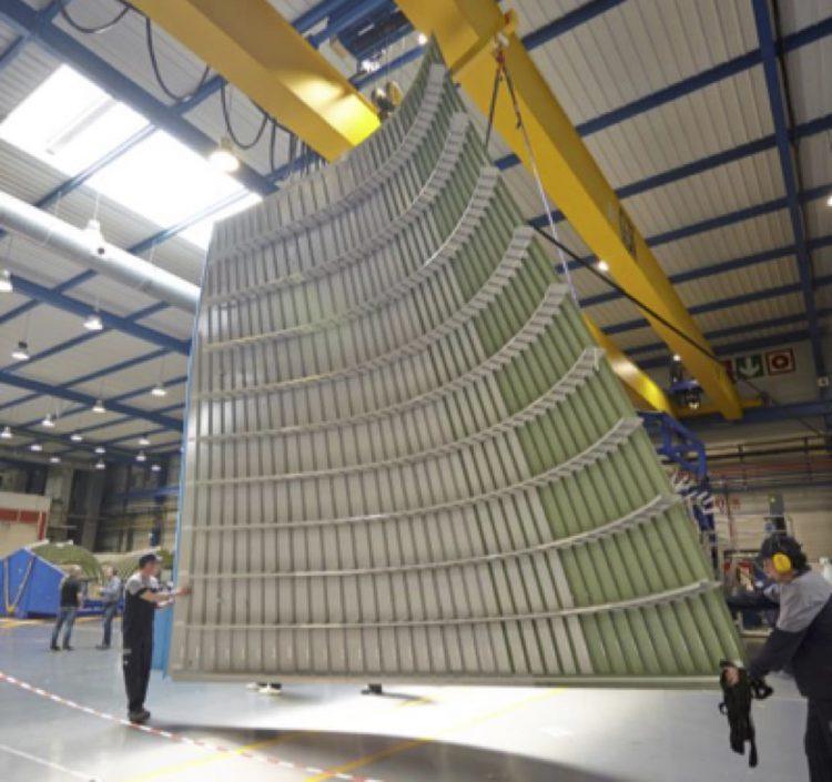 Le panneau latéral gauche du premier Beluga XL transportait depuis l'usine espagnole d'Aernnova