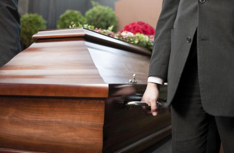 Un adolescent se réveille à son propre enterrement après avoir été présumé mort