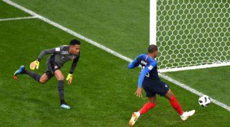 Kylian Mbappé devant le cage péruvien - Résumé du match France - Pérou et Replay des buts